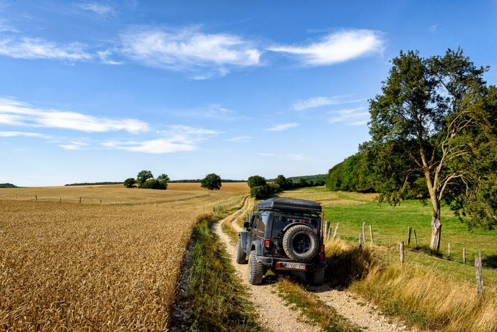 Rit op een mooie landweg langs de 4x4 route, omgeving Saint-Joire.